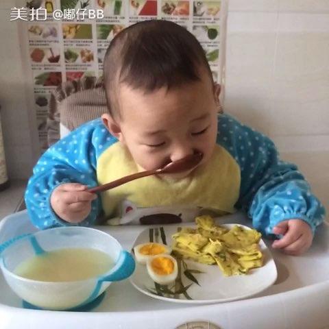 直播吃饭##嘟嘟18个月#自己吃早餐,棒棒的宝宝