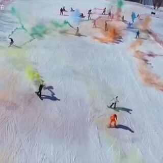 冰雪燃情,群魔乱舞,绘雪道上的彩虹。——记万科松花湖封板行!感谢每一位朋友。#单板滑雪#