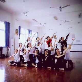 #fuck舞##我要上热门#全班一起fuck舞 上课都没这么整齐过??????