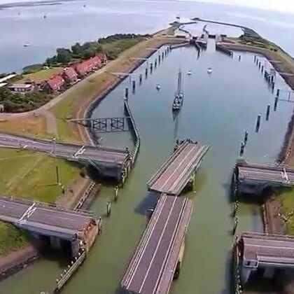 #涨姿势#太震撼了,第一次见到这种会旋转的大桥,简直惊呆了😱