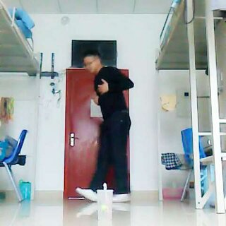 #跑男舞挑战#不行了,跳几下一身的汗😓@JK小狼在此!