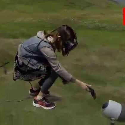 #涨姿势#虚拟现实头盔效果演示,简直无法想象以后玩游戏会有多爽