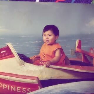 #小时候我长这样##小时候##回忆小时候#今天我虽然过不了六一了,到希望能过六一的小盆友开开心心哦,这是二言小时候😂