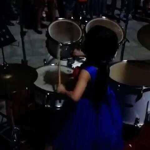 美女蓝裙子的小来料打鼓,天太黑了。拍不清脸美女老板穿着重庆图片