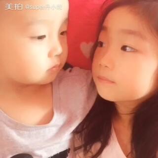 #宝宝#手心手背都是肉,离开弟弟5天的时间就感觉长大了好多,姐弟情深,看着你俩快乐成长很幸福😘😍😜.