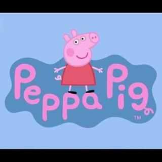 """我是来自英国的#小猪佩奇##粉红猪小妹##佩佩猪##peppapig##Peppa Pig##宝宝##亲子##育儿##早教# 第69集 :《义卖活动》猪妈妈把猪爸爸喜欢的""""古董沙发""""也拿去义卖啦,哈哈,仔细看猪妈妈的表情哟!喜欢佩奇记得关注点赞评论转发分享,随机就有正版小猪佩奇玩具送出哦~😘"""