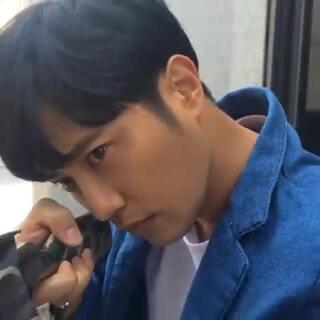 #認真的男人最帥#就是在說#晉久#吧😍但這個認真的時刻只維持5秒就破功了...😏 影片來源 actor_jingoo #韓國男星#
