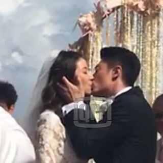 """#霍建华林心如结婚#新郎霍建华新娘林心如交换誓词、彼此表白""""我爱你"""",随后深情亲吻!😘新娘深情表白:从今以后我们就是一家人!恭喜霍先生、霍太太!太感人了~"""