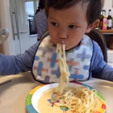 #吃货##吃面条##宝宝#-猪肚视频-小小小的天慢性胃炎疼宝宝炖什么好图片
