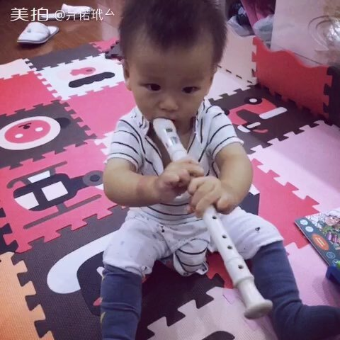 我是小小演奏家~吹宝宝!#视频##小多12个月#笛子的献血图片