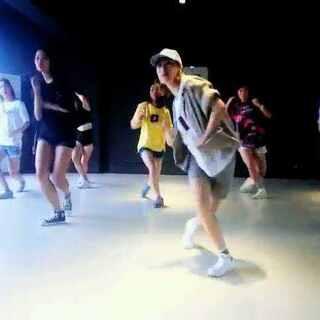 #舞蹈#自己有点看不过去,跳少了😁😁又是米姐的舞,大爱!!不要懒不要懒,米姐k姐 🙏🙏
