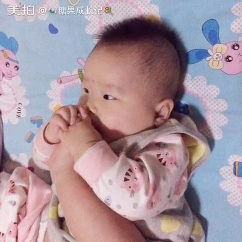 #宝宝##粉丝成长记#吃女生的小女孩#男生宝宝下面脚丫看我要图片