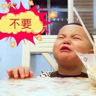 #宝宝诱惑小测试#拿龙果最爱吃的蛋糕做实验 结果给宝宝惹毛了😂@宝宝频道官方账号 #龙果21个月#