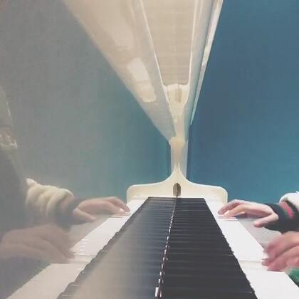 #自学钢琴##安静钢琴曲##我的黑白键##音乐#每天的练琴时间到,不过都是自学的,所以手弹起来不好看,哈哈哈紧张出错了,再练再练😘☺☺