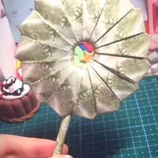 【人民币棒棒糖🍭】材料:15+1张一元人民币。建议换成粉红色毛爷爷😳撩妹指数上升⭐️⭐️⭐️⭐️⭐️。🎵:棉花糖钢琴版💕#折纸##手工##手工折纸##创意折纸#