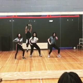 老师Fernado的编舞 Christ brown- Ayo 跳舞的时间什么烦恼都没有了 和小伙伴们@JunJune💫 开心的一天💓#舞蹈#美国#@敏雅可乐 #周末##60秒美拍#