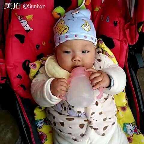 #小吃货##吃货的日常#宝宝4个月13天,第一次