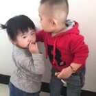 这两熊孩子😂😂😂😂😂#萌宝宝##亲亲我的宝贝#