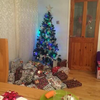 五分钟不够录制啊!!妈咪开始喝第二杯咖啡提神😜祝大家圣诞快乐!!!❤️❤️❤️
