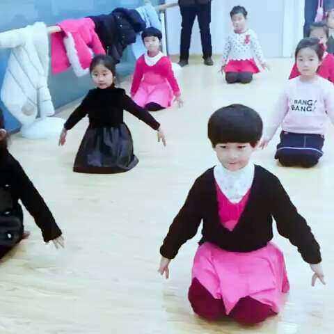 #视频##宝宝#幼儿园的v视频课〈你是我的小舞子舞蹈包包的图片