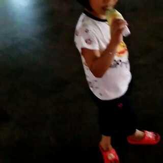 #背影杀手大赛#彤彤吃冰淇淋