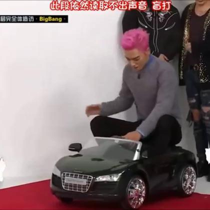 #爱玩的欧尼们#崔三岁#TOP#的无厘头登场~ 真是难为那个遥控车了~#韩国明星##bigbang##搞笑# @美拍娱乐 @玩转美拍 @美拍小助手