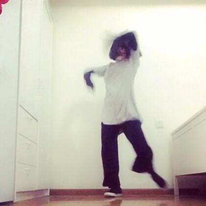 #舞蹈##waacking#练习中…还不是很熟🙈✨