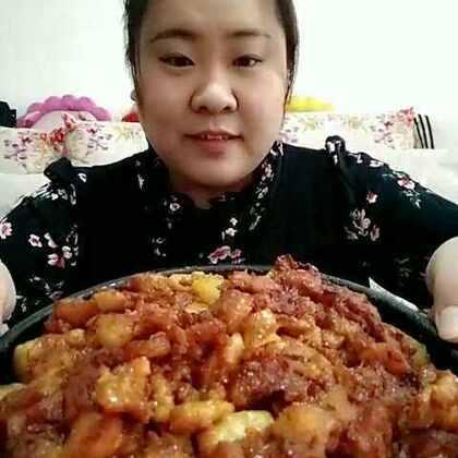 #吃秀##全民吃货拍##深夜放毒#又做了这个奥尔良鸡腿烤土豆,这个菜和米饭是绝配,真的很好吃,鸡腿肉里偶尔会有一块筋,超好吃,我前几天做过这个菜,做法戳这个视频👉👉👉http://www.meipai.com/media/637533485,这次腌肉的时候放了点辣椒酱,辣乎乎的也好吃😁😁😁
