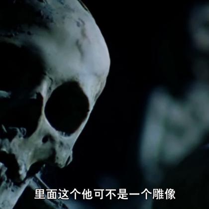 【木乃伊哭诉庞贝末日】3-3 庞贝古城居民很多都是因为很难逃离加上对火山爆发还尚未知情,所以被活活烫死,但是在一次考古发掘中,考古学家发现如果往这些尸骸的空腔里注入石灰整个尸骸就会保存下来,于是按照这个方法做保存了这些人临死前的动作。#冒险雷探长##旅行##旅游#