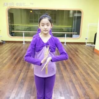 #舞蹈##我要上热门##千手观音# 冬令营集训第四天、 学习 娱乐两不误😁😁