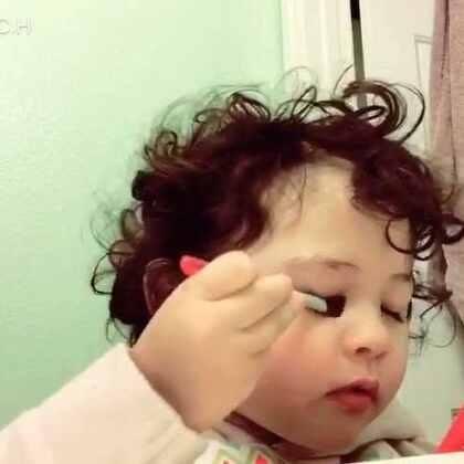 #臭美mo#看我化妆她也要化,随手一个烟熏妆😂😂😂😂
