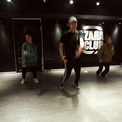 北京嘉禾舞社 @嘉禾舞社望京店 @韦健WillJay HipHop Class | 想学最好看最流行的舞蹈就来嘉禾舞蹈工作室。报名热线:400-677-8696。微信账号zahaclub。网站:http://www.jiahewushe.com