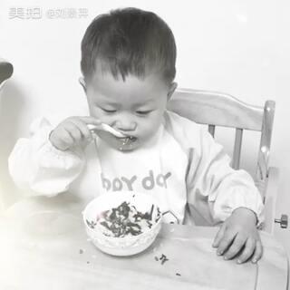 #第一次自己动手吃东西##我家宝贝棒棒哒#