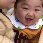 最近没有时间给小臣臣录视频😭从宝爸手机里扒来滴😄为了这难得滴视频,关注我+转发本视频,从转发里抽三个小伙伴,发个我.爱你的红包,懂了吗😁么么哒😘😘#宝宝##萌宝宝##搞笑宝宝#
