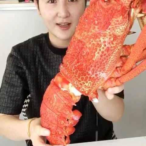 #吃秀#v女神餐大龙澳洲虾-吃秀女神-yanyan8网红瘦腿视频图片