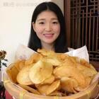 自制薯片~人人都爱的薯片👍味道不用说,自己体会吧😆😆简单又好吃,家里做的放心,油炸的不要贪吃哦,小心发胖,吃不完记得装密封袋里!#美食##小白亲子厨房#