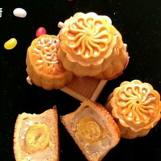 #美食##点心#马上就要到中国传统节日——中秋节了,叶子在这里提前恭祝大家,节日快乐,团团圆圆,别忘了吃月饼哟😁支持叶子私厨原创视频👊喜欢就赶紧关注我吧❤点个赞吧!#我要上热门@美拍小助手#
