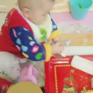 #偷拍被发现#这娃居然在我不知道的情况下爬上了桌子,厉害了我的哥