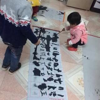 一群熊孩子练字😂😂#宝宝学写字##家有爱捣乱熊孩子##颤抖吧熊孩子们#