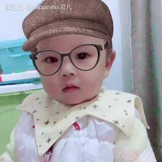 #宝宝学英语##宝宝英语启蒙##停不下来的自恋感#宝宝很enjoy 这样的自拍。