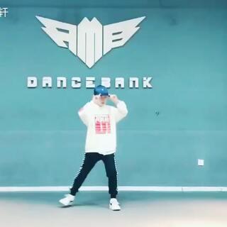 #舞蹈##热门##RMBCrew#自编一段 三里屯😝@RMBCrew