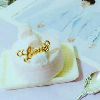 炒鸡少女心的一个蛋糕,名字:草莓味巧克力。吼吼#我要上热门#@美拍小助手 我要上热门#手工#
