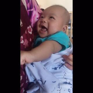 #宝宝##00后微笑男神##精选#杭宝两个半月了。微笑多了。喜欢跟人聊天。😄😄