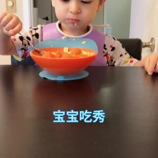 小查理今天18个月啦!已经很会自己饭啦!会说很多个单词啦!而且中文,英文他都听的懂!希望宝贝健康快乐成长!我们爱你哦😘#宝宝吃秀##小查理18个月#