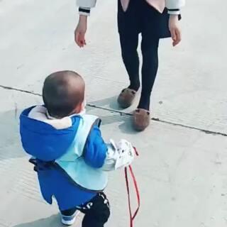 #宝宝##一岁宝宝学走路##我家宝贝棒棒哒#
