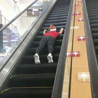 #运动##健身#疯狂练腿后,电梯都开始心疼我了… @运动频道官方账号 @美拍小助手
