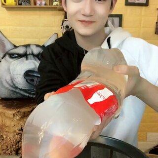 我自己做的可乐变透明变软了??@心龙哥哥?? @纯洁的鹿哥哥 #美食##吃秀##吃货#