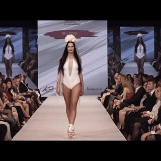 RELLECIGA俪丝娅Wedding纯美婚纱比基尼系列亮相奔驰Bratislava Fashion Days (BFD) 2018春季时装秀,精彩花絮现倾情奉上。#比基尼#