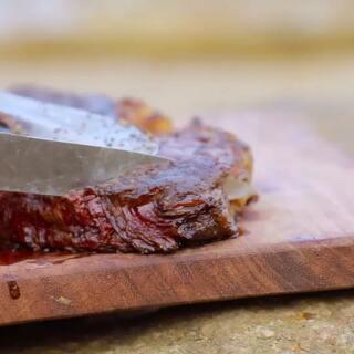 能砍柴的战斧牛排了解一下?超美味!#美食##美女##我要上热门#