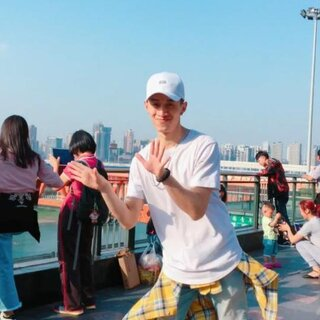 向快乐出发,感觉小姐姐在看我??最近重庆的天特别蓝#精选##舞蹈##陌生人背后尬舞挑战#@美拍小助手